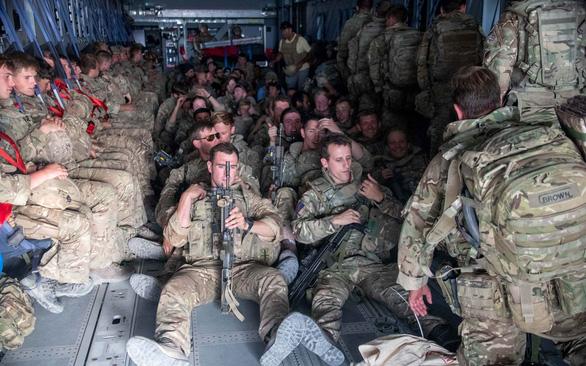 Những cuộc sơ tán cuối cùng ở Kabul - Ảnh 1.