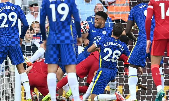 Tranh cãi nảy lửa quanh thẻ đỏ của cầu thủ Chelsea: Trọng tài có nặng tay? - Ảnh 1.