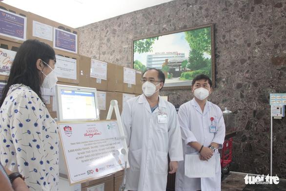 Trao gói thiết bị y tế trị giá 10,8 tỉ đồng cho Bệnh viện Thống Nhất - Ảnh 2.