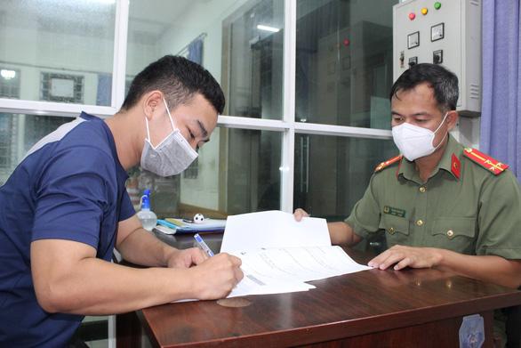 Bị mời làm việc vì tụ tập đồng hương về Hà Tĩnh bằng xe máy - Ảnh 1.