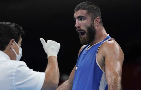 Có thể trọng tài mắc lỗi nhưng Mourad Aliev vẫn bị loại - Ảnh 1.