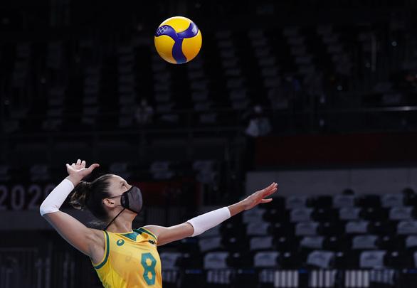Vì sao nhiều VĐV bóng chuyền Brazil đeo khẩu trang thi đấu Olympic Tokyo? - Ảnh 2.