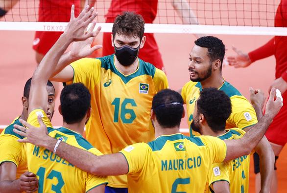 Vì sao nhiều VĐV bóng chuyền Brazil đeo khẩu trang thi đấu Olympic Tokyo? - Ảnh 1.