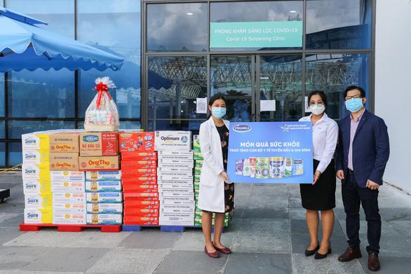 Vinamilk trợ giá mùa dịch bằng cách hỗ trợ quà tặng gần 170 tỉ đồng - Ảnh 4.