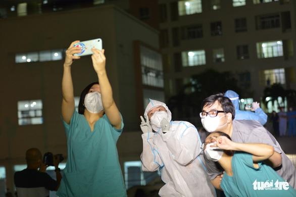 Cẩm Vân, Tóc Tiên, Lê Minh... hát ở Bệnh viện dã chiến số 11 tại Thủ Đức - Ảnh 10.