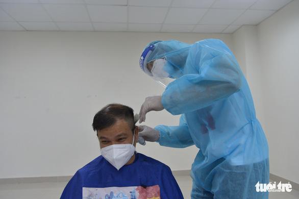 Cẩm Vân, Tóc Tiên, Lê Minh... hát ở Bệnh viện dã chiến số 11 tại Thủ Đức - Ảnh 12.