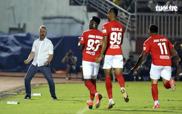 Xung quanh thời điểm V-League 2021 trở lại: Các CLB nín thở chờ đợi - Ảnh 1.