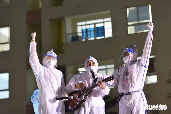 Cẩm Vân, Tóc Tiên, Lê Minh... hát ở Bệnh viện dã chiến số 11 tại Thủ Đức - Ảnh 3.