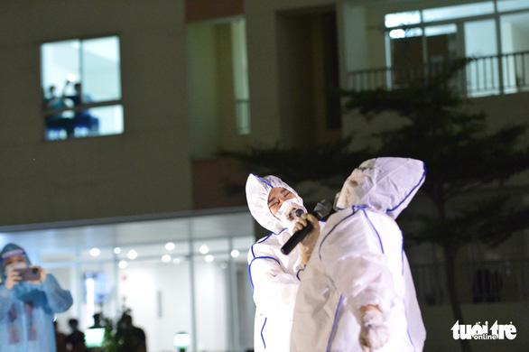 Cẩm Vân, Tóc Tiên, Lê Minh... hát ở Bệnh viện dã chiến số 11 tại Thủ Đức - Ảnh 8.