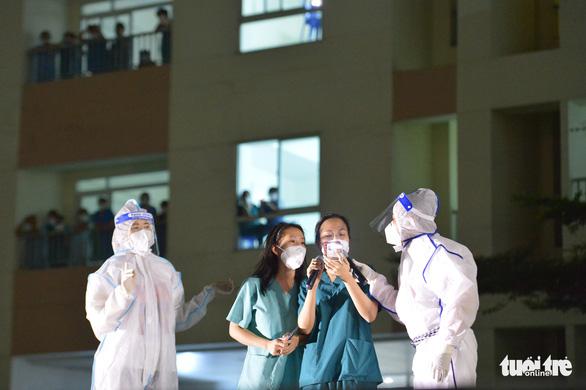 Cẩm Vân, Tóc Tiên, Lê Minh... hát ở Bệnh viện dã chiến số 11 tại Thủ Đức - Ảnh 9.