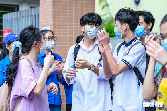 ĐH Quốc gia Hà Nội công bố ngưỡng đầu vào qua xét tuyển điểm thi tốt nghiệp - Ảnh 1.