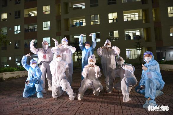 Cẩm Vân, Tóc Tiên, Lê Minh... hát ở Bệnh viện dã chiến số 11 tại Thủ Đức - Ảnh 13.