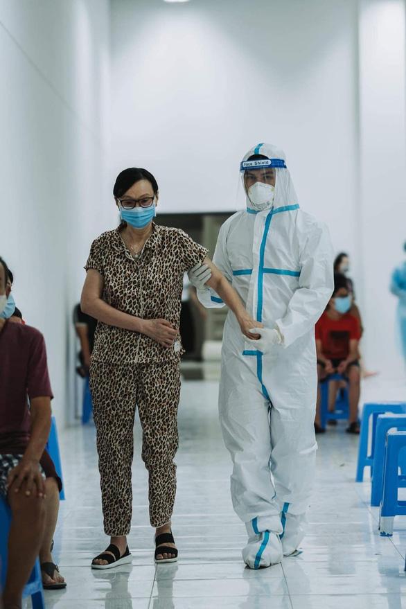 Chàng MC 60 ngày đi tình nguyện: Chỉ cần sức khỏe, tôi sẽ đi đến khi hết dịch - Ảnh 2.