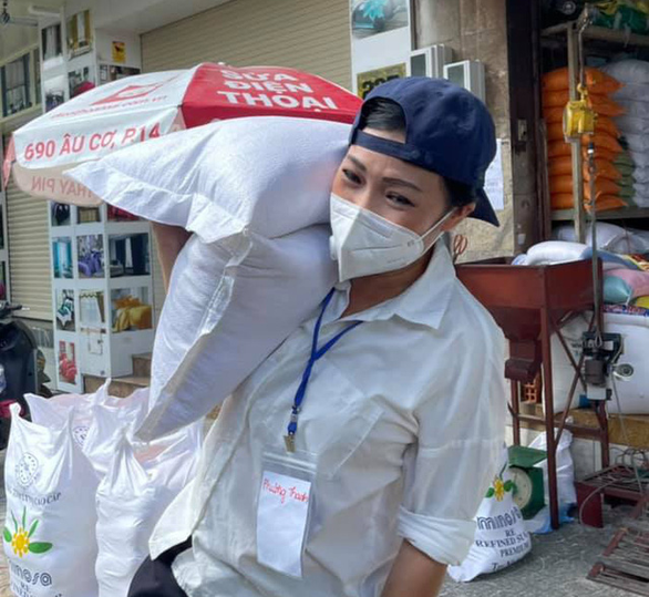 Phương Thanh cảnh báo chiêu tố lừa đảo; kênh YouTube của Hoài Linh tuột dốc không phanh - Ảnh 2.