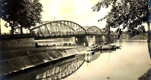Trường Tiền - chuyện chưa kể cây cầu lịch sử - Kỳ 1: Nhịp cầu nối đường thiên lý - Ảnh 1.