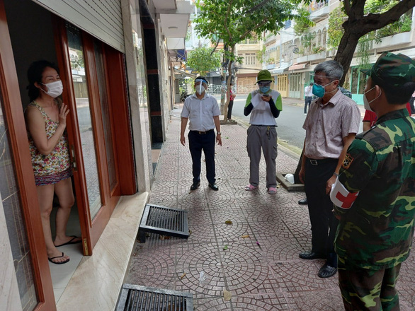 Thứ trưởng Nguyễn Trường Sơn: Đủ điều kiện cách ly tại nhà phải phát ngay túi thuốc cho người bệnh - Ảnh 1.