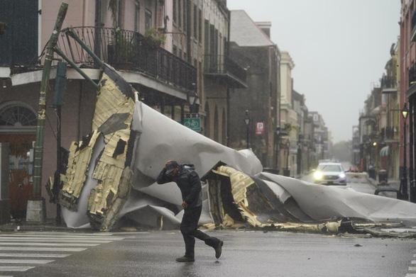 Bão Ida nhấn chìm bờ biển bang Louisiana - Ảnh 5.