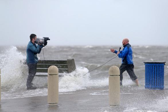 Bão Ida nhấn chìm bờ biển bang Louisiana - Ảnh 2.