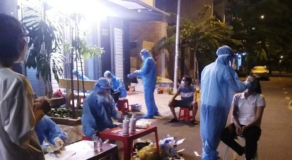 Lấy mẫu xét nghiệm COVID-19 ở Nha Trang: Nhiều tổ chưa đến tận nhà dân - Ảnh 2.