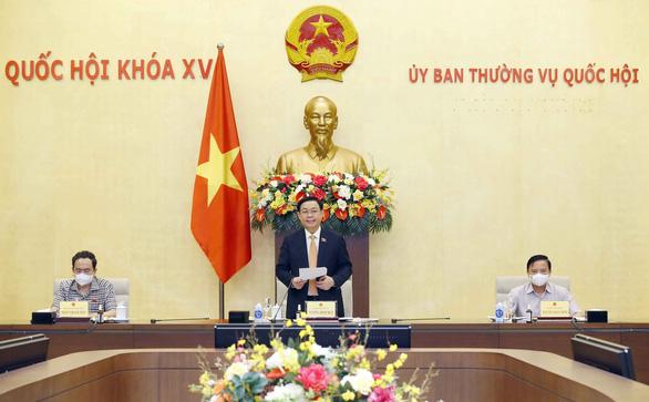 Chủ tịch Quốc hội làm việc với Tổ công tác của Ủy ban Thường vụ Quốc hội về chống dịch COVID-19 - Ảnh 1.