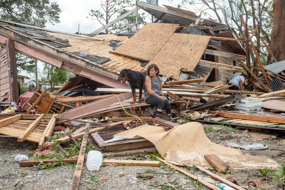 Siêu bão Ida hạ cấp thành áp thấp nhiệt đới, dân Louisiana thở phào - Ảnh 1.