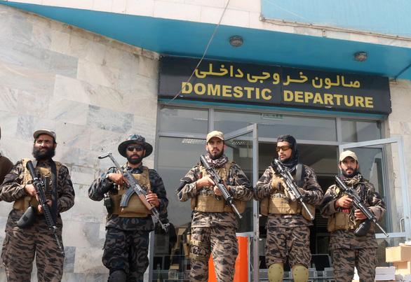 Vài giờ sau khi lính Mỹ rút hết, Taliban tuyên bố chiến thắng ở Kabul - Ảnh 1.