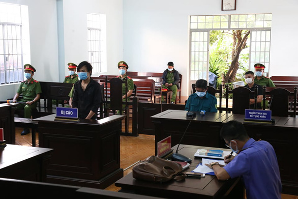12 tháng tù cho người thông chốt, đánh lực lượng chức năng vì… đi sửa loa - Ảnh 1.