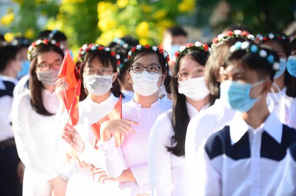 TP.HCM: Đề xuất tiêm vắc xin cho 642.000 học sinh 12-18 tuổi để trở lại trường - Ảnh 1.
