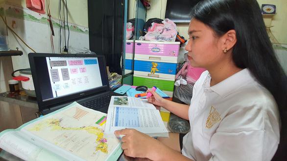Tìm cách hỗ trợ học sinh khó khăn có thiết bị học trực tuyến - Ảnh 1.