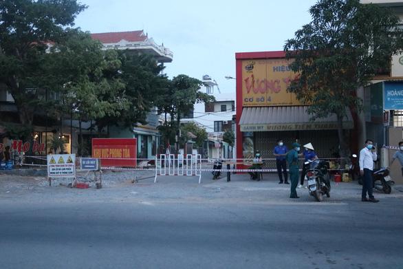 Cập nhật COVID-19 ngày 1-9: Nam Định phát hiện ít nhất 10 ca cộng đồng khi sàng lọc giáo viên - Ảnh 3.