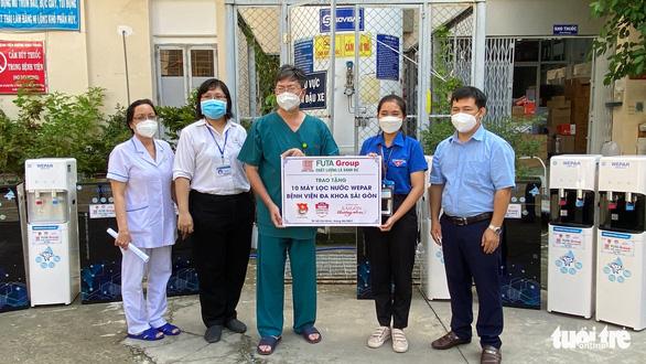 Tặng máy lọc nước giúp bệnh viện giảm nhân công phát nước mỗi ngày - Ảnh 4.