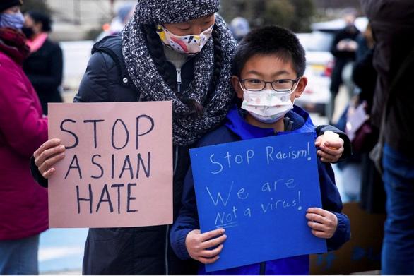 FBI: Tội phạm thù ghét người gốc Á, gốc Phi tăng mạnh trong hơn 20 năm qua ở Mỹ - Ảnh 1.
