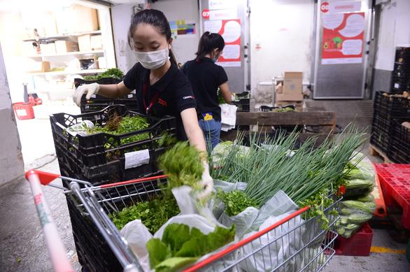 Đi chợ hộ không được, đặt siêu thị cả tuần không có, phải nhờ các tỉnh gửi về - Ảnh 1.