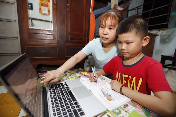 Dạy học trực tuyến và vai trò của phụ huynh - Ảnh 1.