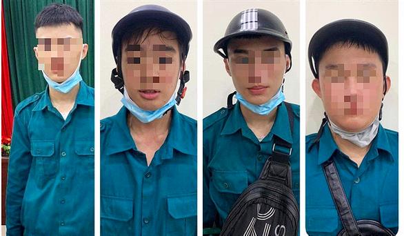 Bắt 6 thiếu niên giả dân quân tự vệ chống dịch để lấy tiền của dân - Ảnh 1.