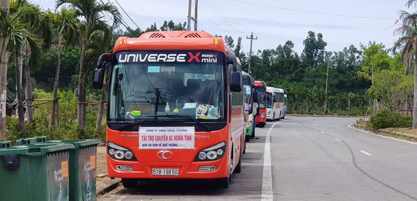 Thừa Thiên Huế đã nhận 23 người đi từ TP.HCM bơ vơ ở hầm Hải Vân về quê cách ly - Ảnh 3.