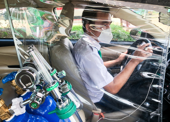 Xe taxi được chuyển đổi thành xe cấp cứu như thế nào? - Ảnh 3.