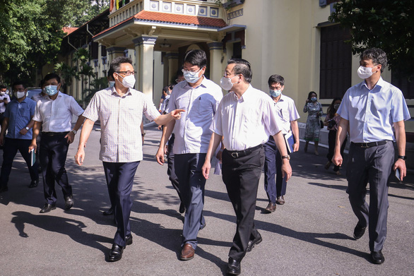 Phó thủ tướng Vũ Đức Đam: Hà Nội tiếp tục áp dụng chỉ thị 16 của Thủ tướng là đủ - Ảnh 1.
