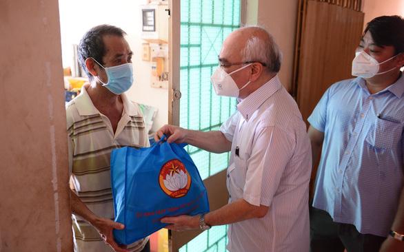 Báo Tuổi Trẻ là một trong nhiều kênh hỗ trợ khẩn cấp người khó khăn ở TP.HCM - Ảnh 3.