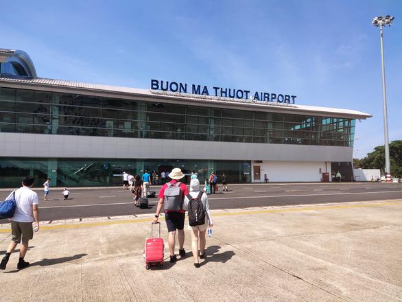 Tạm dừng các chuyến bay chở khách TP.HCM - Buôn Ma Thuột từ ngày 5-8 - Ảnh 1.