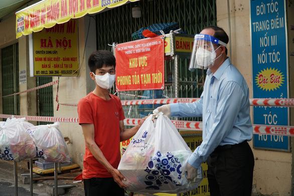 Sáng 5-8: Cả nước thêm  3.943 ca COVID-19, Việt Nam đã ký hợp đồng mua 31 triệu liều Pfizer - Ảnh 1.