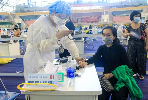 HỎI - ĐÁP về dịch COVID-19: Quá thời hạn tiêm mũi 2 vắc xin COVID-19, có cần tiêm lại từ đầu? - Ảnh 1.