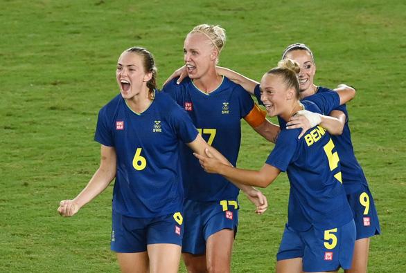 Trận chung kết bóng đá nữ Olympic 2020 giữa Canada và Thụy Điển có giờ thi đấu mới - Ảnh 1.