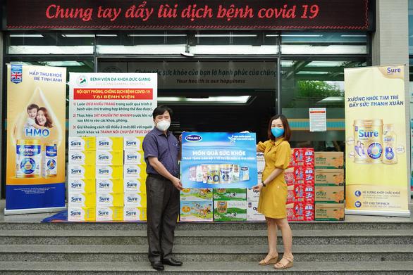 Vinamilk tiếp sức tuyến đầu chống dịch tại 50 bệnh viện trên cả nước - Ảnh 2.