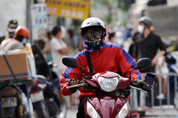 Đồng Nai cho phép 145 taxi chở người bệnh, shipper được hoạt động từ 6h-18h - Ảnh 1.