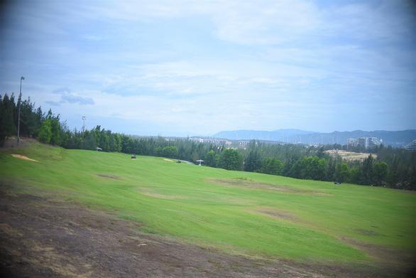 Vụ 2 quan chức đi đánh golf giữa dịch: Sân golf đóng cửa, cơ quan chức năng không thể làm việc - Ảnh 1.