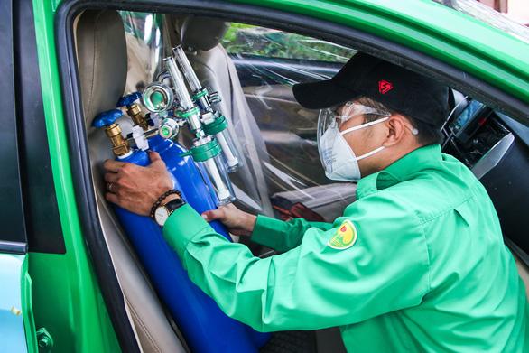 Thủ tướng chỉ đạo huy động xe chuyên dụng từ người dân, doanh nghiệp hỗ trợ xe cấp cứu - Ảnh 1.