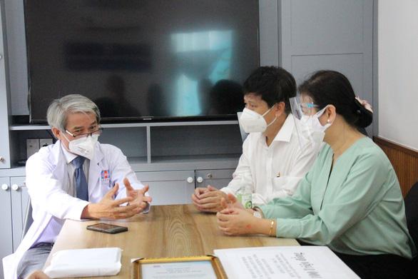 Hội nhà báo TP.HCM hỗ trợ các y bác sĩ trên tuyến đầu chống dịch COVID-19 - Ảnh 2.