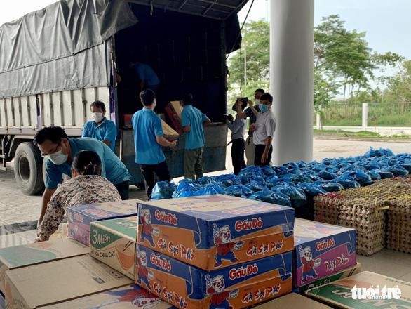 An Giang chở hơn 10 tấn nông sản tiếp sức cho công nhân Bình Dương - Ảnh 1.