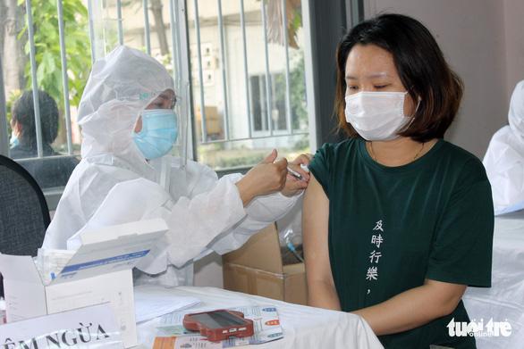 Trong tháng 8, Đồng Nai tiêm vắc xin cho 26,3% lao động tại 7 địa phương 'nguy cơ cao' - Ảnh 1.